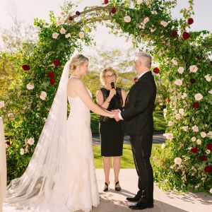 Las Vegas Wedding Minister - How to Choose Your Wedding Officiant