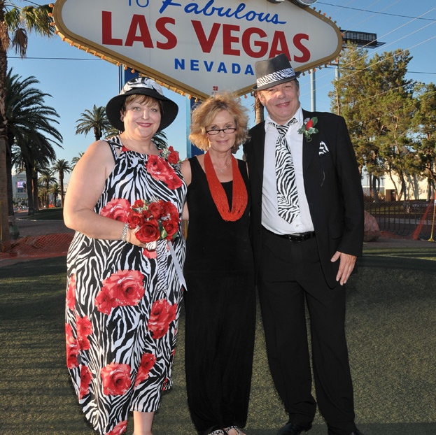 Las Vegas Wedding Officiant - Welcome to Las Vegas Sign